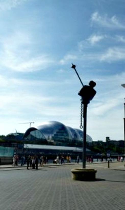 Statue Newcastle Quayside