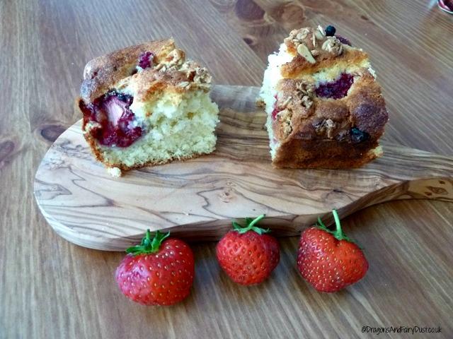 Mixed berry traybake