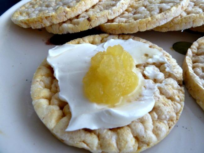 cream cheese with apple mango sauce