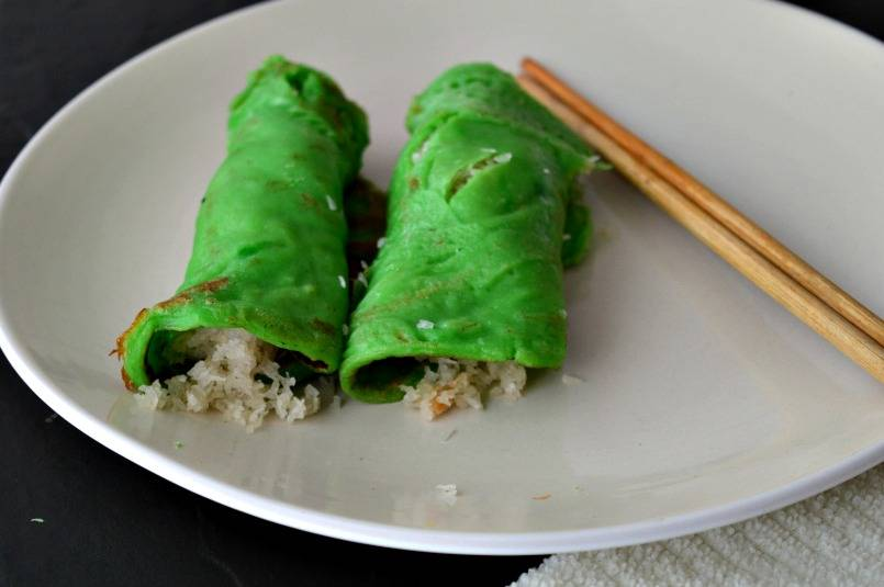 Kue Dadar Gulung - Green indonesian pancakes on a plate