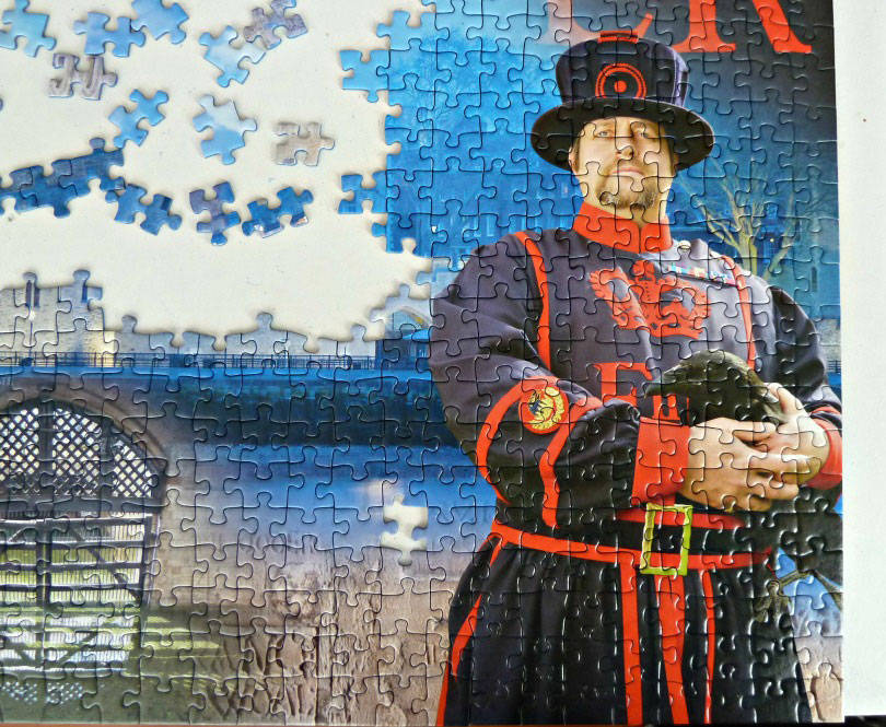 Yeoman warder at the tower of london on the Ravensburger jigsaw