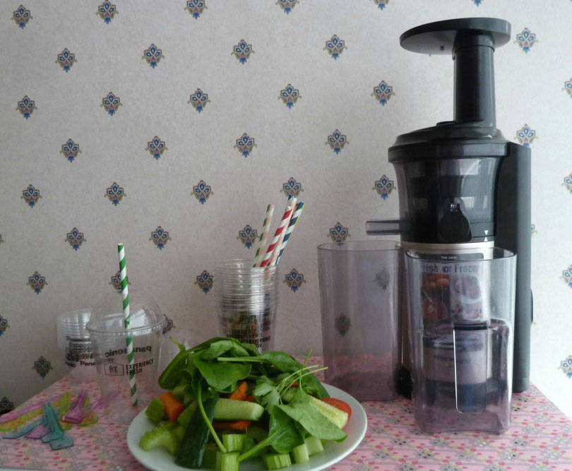 Making V8 type juice with a pansonic slow juicer