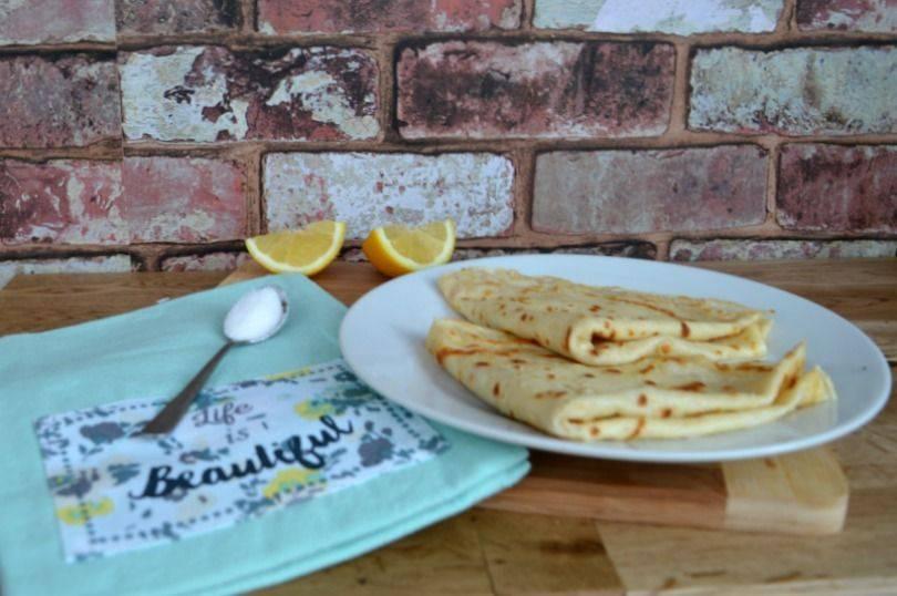 English pancakes with lemon and sugar