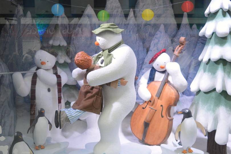 The snowman dancing with another snowman playing double bass