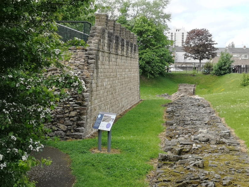 The reconstructed Roman wall at Segedunum seen from the side