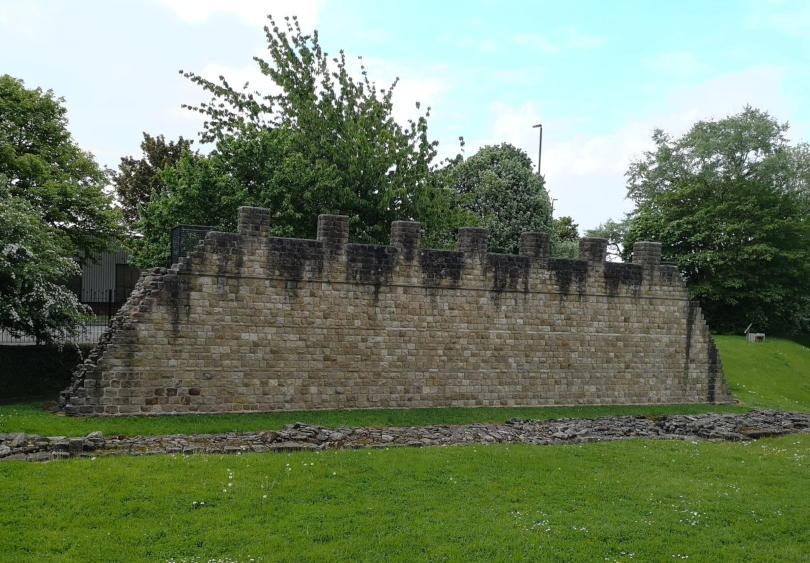 The reconstructed Roman wall at Segedunum from the front