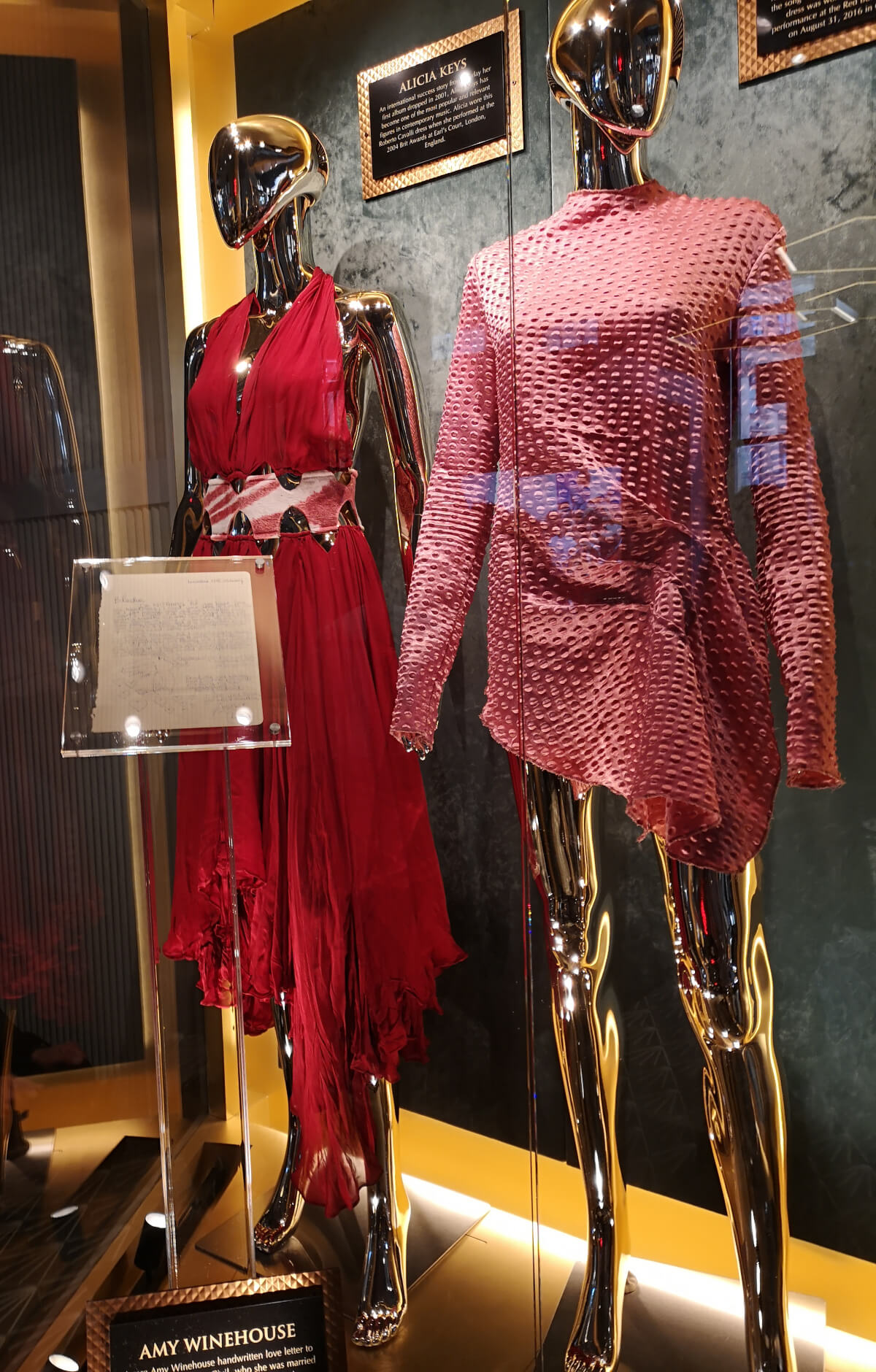 Amy Winehouse love letter and dresses from Alicia Keys