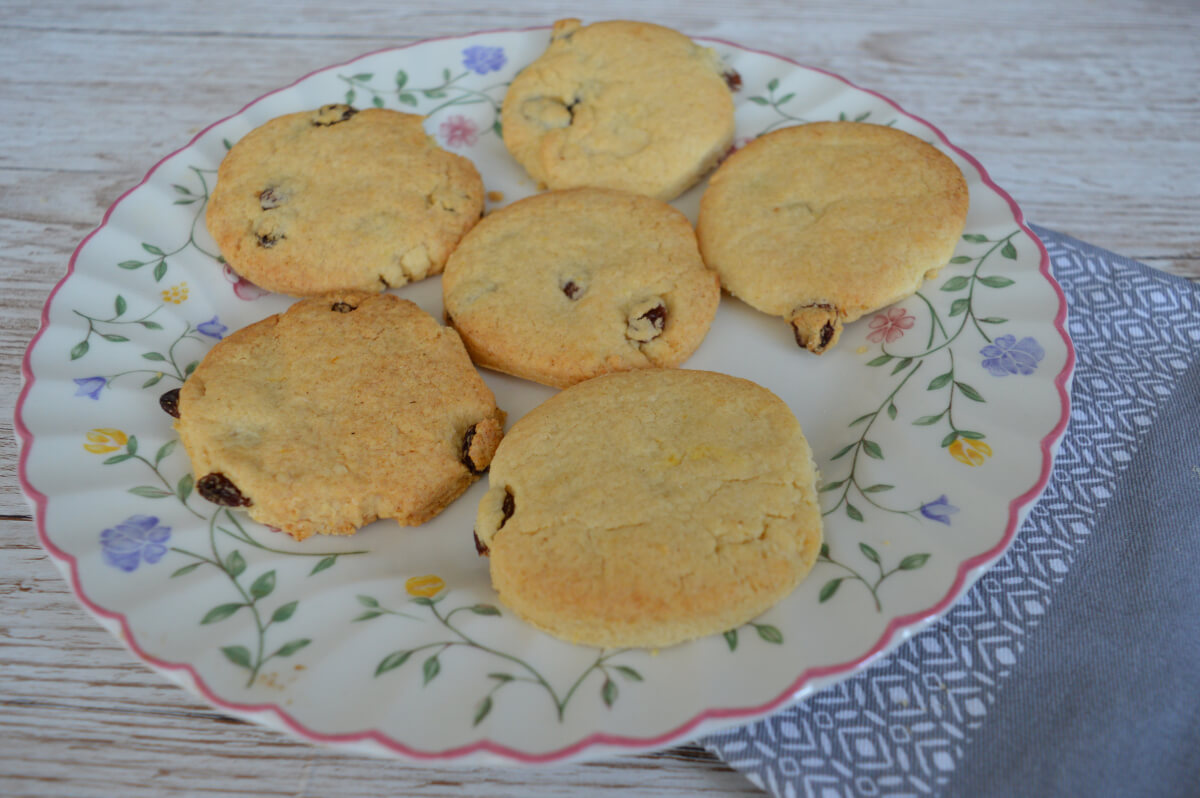 Lemon and sultana biscuits on a plate with a pink rim and flowery pattern