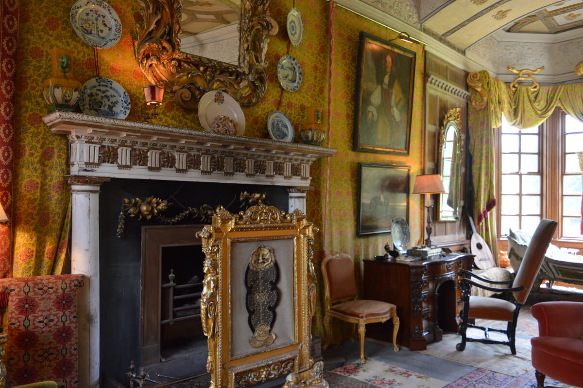 The fireplace in the King James I room